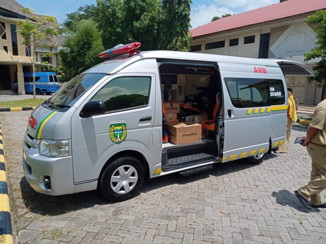 Toyota HiAce Laris Manis Disulap jadi Ambulans